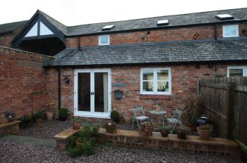 IDDENSHALL, TARPORLEY - 2 bedroom barn conversion