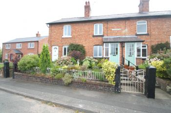 HUXLEY LANE, TIVERTON - 2 bedroom terraced house