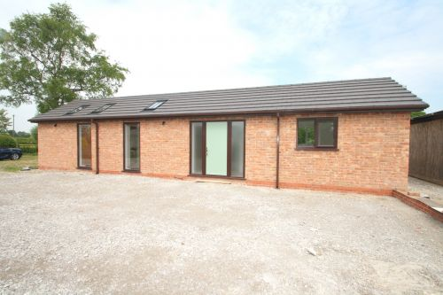 WHITCHURCH ROAD, HATTON HEATH - 1 bedroom barn conversion
