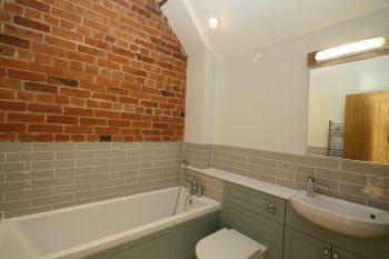 STABLE BARN, TARPORLEY - 4 bedroom barn conversion