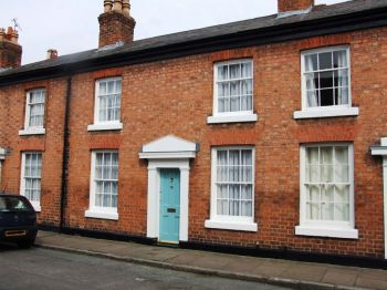 HANDBRIDGE, CHESTER - 2 bedroom terreaced house