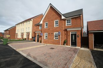 MALLARD AVENUE, NANTWICH - 4 bedroom semi-detatched house