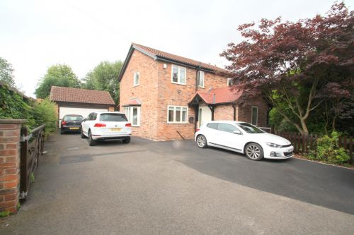 EATON ROAD, TARPORLEY - 3 bedroom detached house