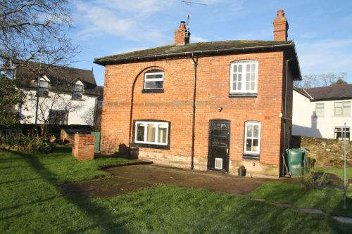 PUMP LANE, CHURTON - 2 bedroom detached cottage