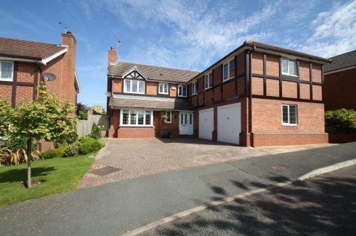 11 HEATHERWAYS, TARPORLEY - 6 bed detached house