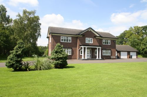 NEW BRIGHTON ROAD, MOLD - 4 bedroom detached house