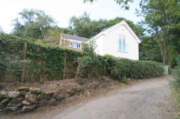 GALLANTRY BANK, MALPAS - 3 bedroom detached house