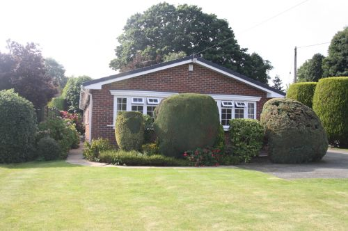 SCHOOL LANE, BUNBURY - 3 bedroom detached bungalow