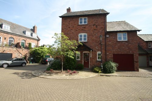 HIGH STREET, TARPORLEY - 3 bedroom detached house